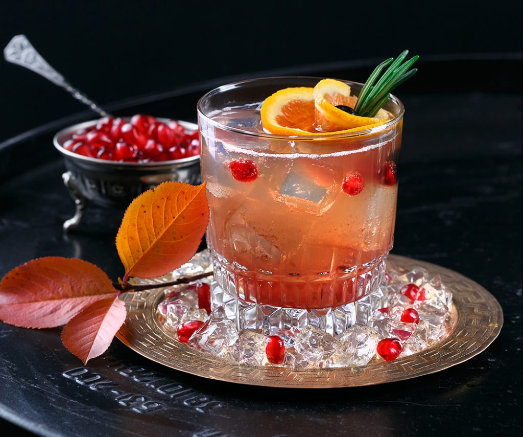Coctel San Valentin: amor flameado con ron, vodka y ginebra